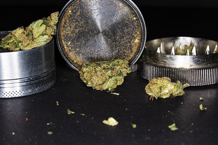 clean marijuana grinder